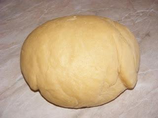 aluat de biscuiti, aluat pentru biscuiti, coca de biscuiti, retete biscuiti, reteta biscuiti, preparare biscuiti, retete si preparate culinare biscuiti fragezi de casa cu untura de porc, cum se fac biscuitii, cum se prepara biscuitii, cum facem biscuiti de casa cu untura, retete si preparate culinare dulciuri si deserturi de casa, retete cu untura de porc,
