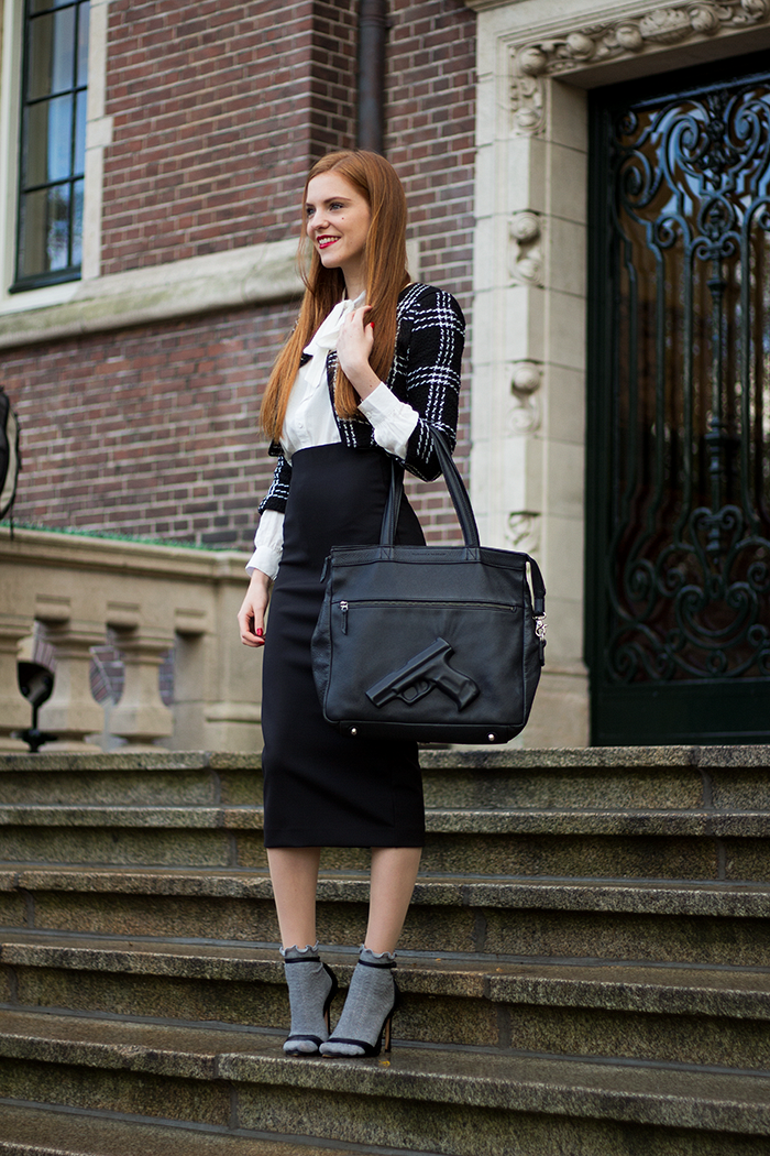 How to / ways to wear a black midi pencil skirt: socks in sandals and cropped jacket/></td></tr> <tr><td class=