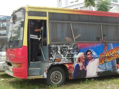 Mayat berulat dalam bas