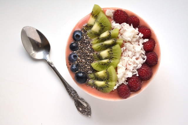 Tropical Smoothie Bowl- makes the perfect breakfast or snack! It is satisfying and easy to make and full of fresh fruit and tropical toppings! www.nutritionistreviews.com