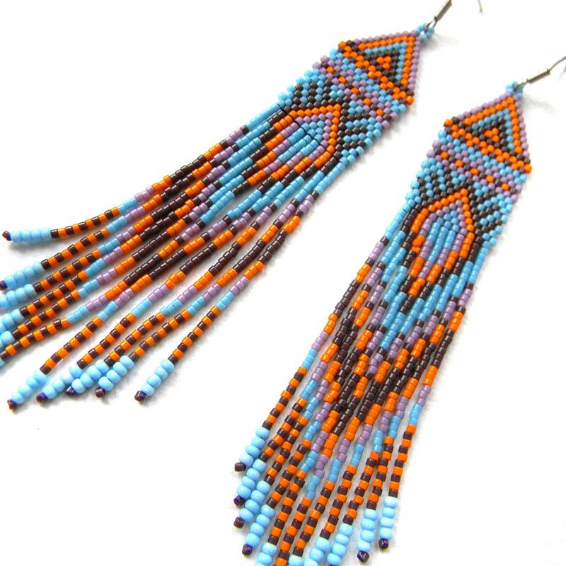 Яркие длинные серьги из бисера в этническом стиле