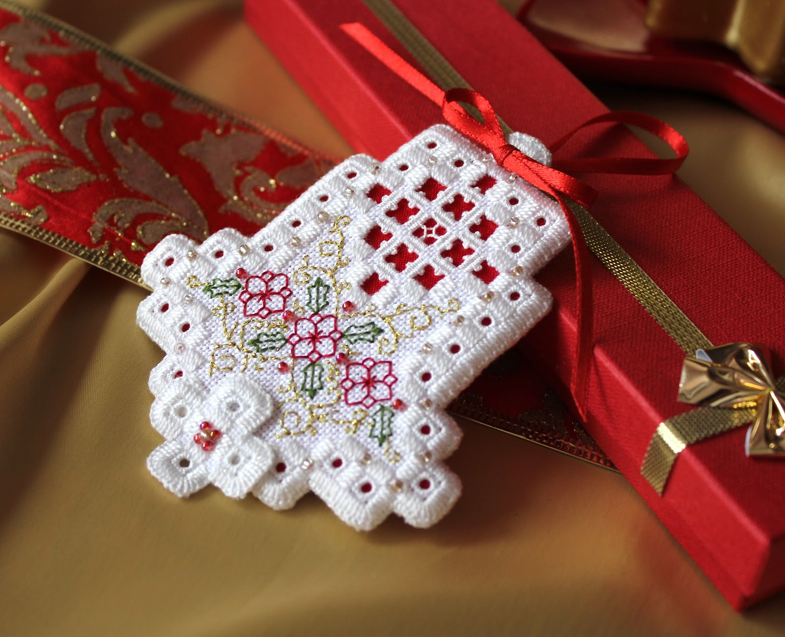 Humming needles christmas bell ornament pattern