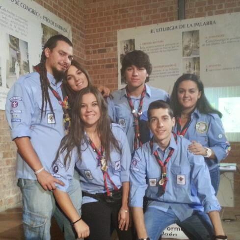 Responsables del Grupo Scout Católico San Bartolomé haciendo el MTL.