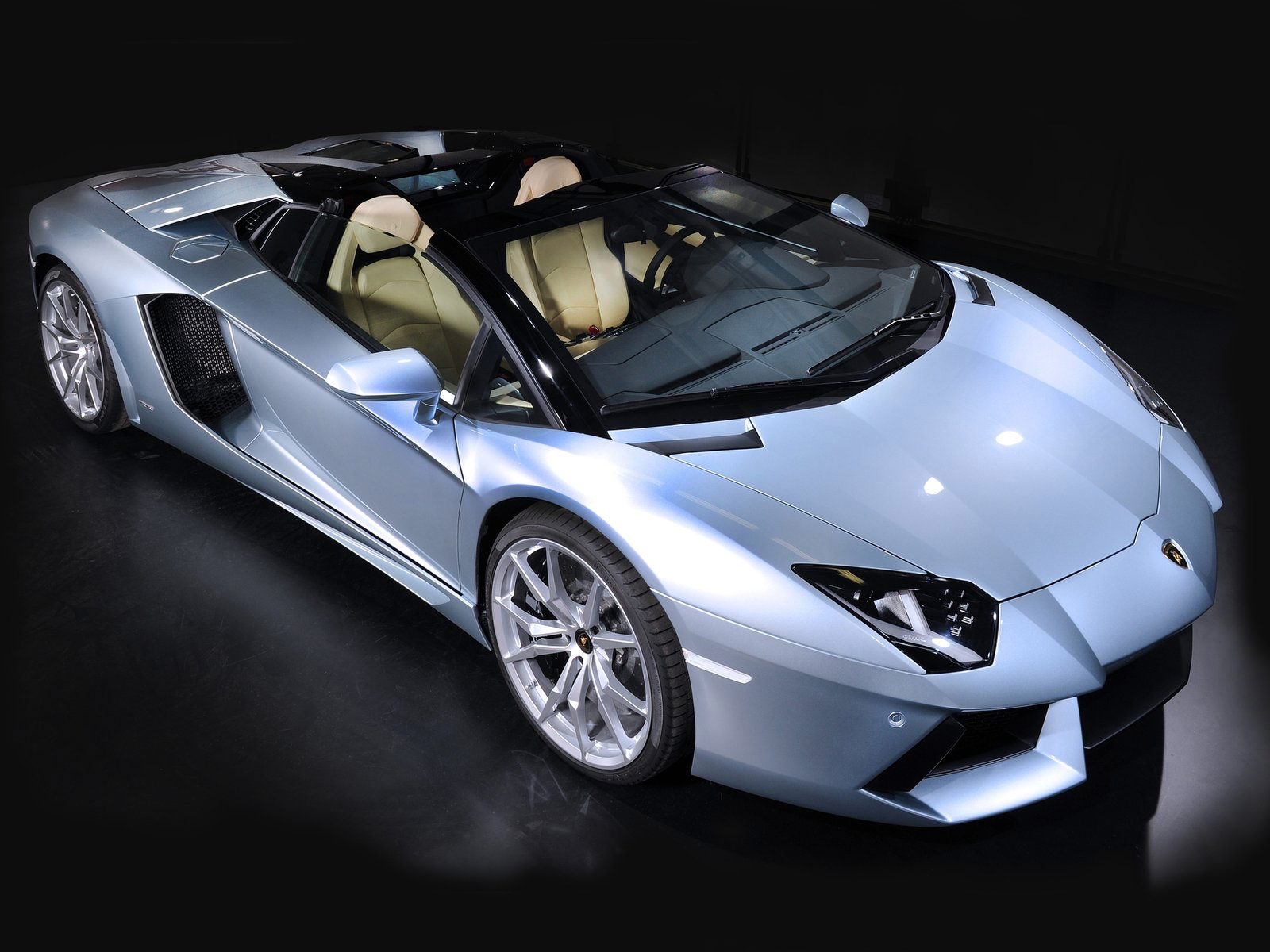 front aventador lamborghini for mpg coupe doors running open costs insurance parkers