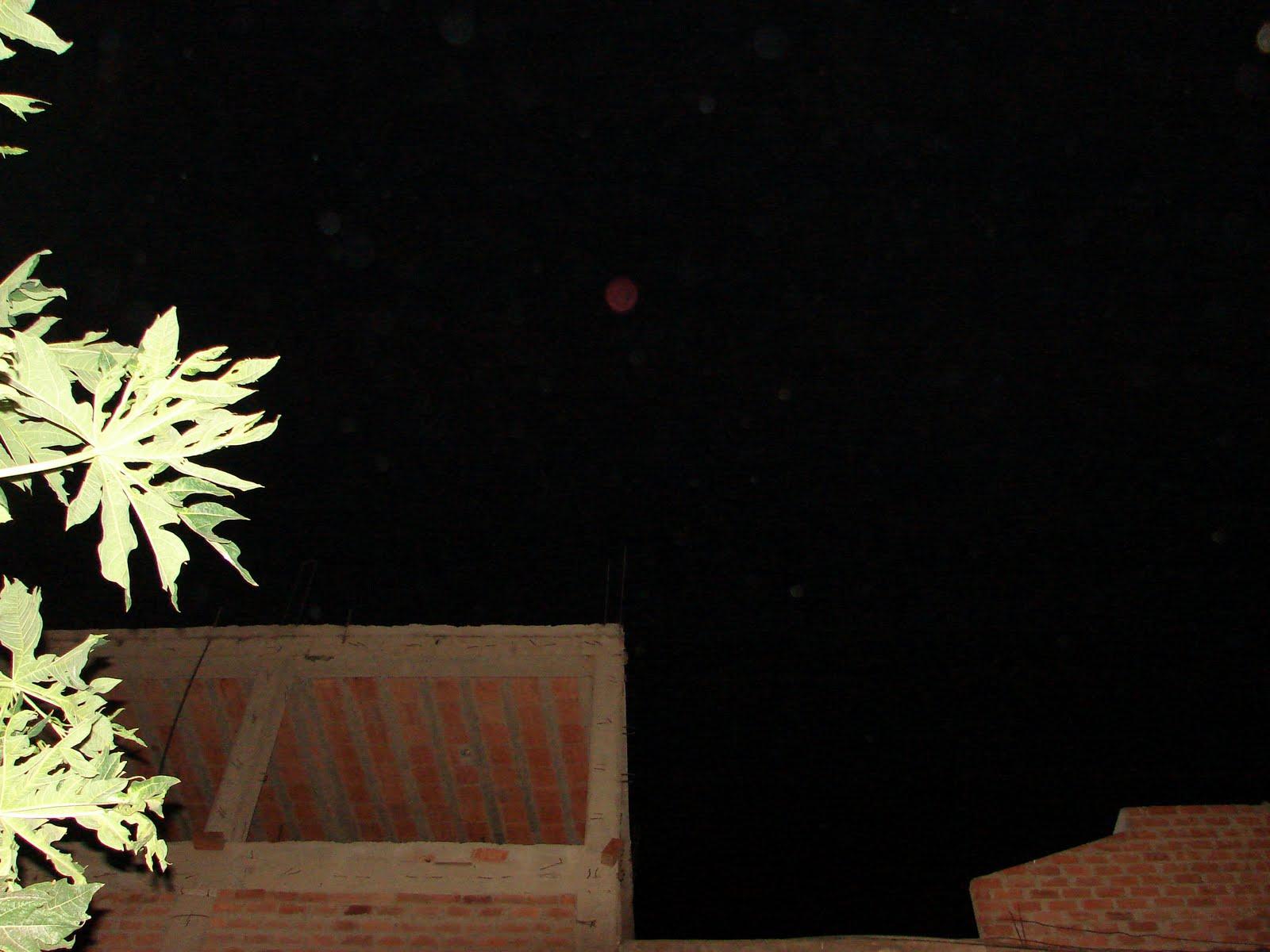 Atencion-8-Marzo-9-10-11-12-13...2011 ovnis esferas frente mio sec ufo 3:30 am hoy ahorita...