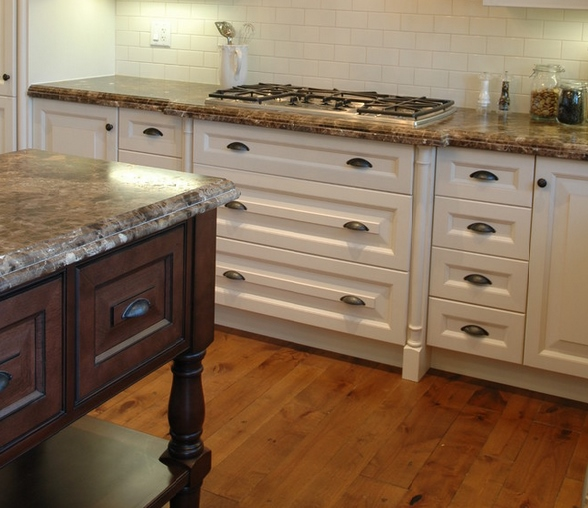 Painted Kitchen Cabinets Vs Stained: Cabinet Corner: The Perfect Finish: Spray Vs Hand Rubbed Stain