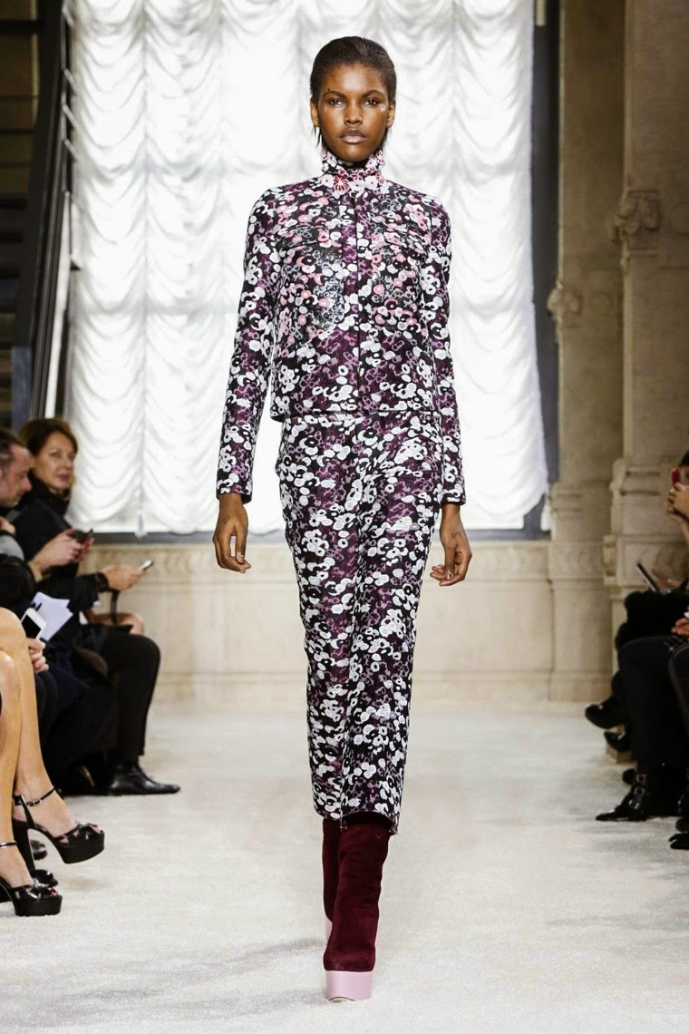 Giamba, Giamba AW15, Giamba FW15, Giamba Fall Winter 2015, Giamba Autumn Winter 2015, Giamba fall, Giamba fall 2015, du dessin aux podiums, du dessin aux podiums, dudessinauxpodiums, giambattista valli, vintage look, dress to impress, dress for less, boho, unique vintage, alloy clothing, venus clothing, la moda, spring trends, tendance, tendance de mode, blog de mode, fashion blog, blog mode, mode paris, paris mode, fashion news, designer, fashion designer, moda in pelle, ross dress for less, fashion magazines, fashion blogs, mode a toi, revista de moda, vintage, vintage definition, vintage retro, top fashion, suits online, blog de moda, blog moda, ropa, asos dresses, blogs de moda, dresses, tunique femme, vetements femmes, fashion tops, womens fashions, vetement tendance, fashion dresses, ladies clothes, robes de soiree, robe bustier, robe sexy, sexy dress