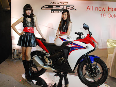 2011 Honda CBR150R Sexy Girls