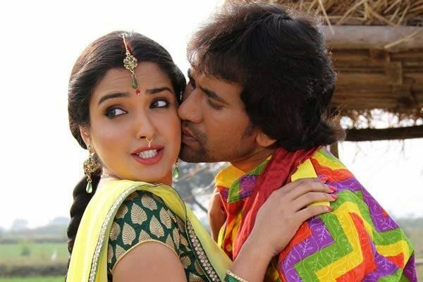 Dinesh Lal Yadav amp Amrapali Dubey Back with Nirahua Rikshawala 2