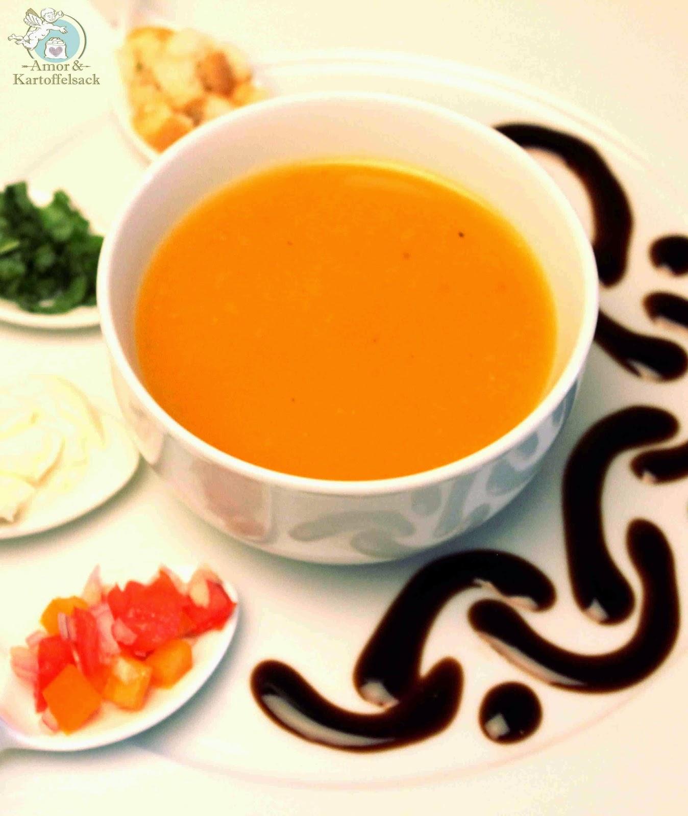Suppe aus gelben Tomaten