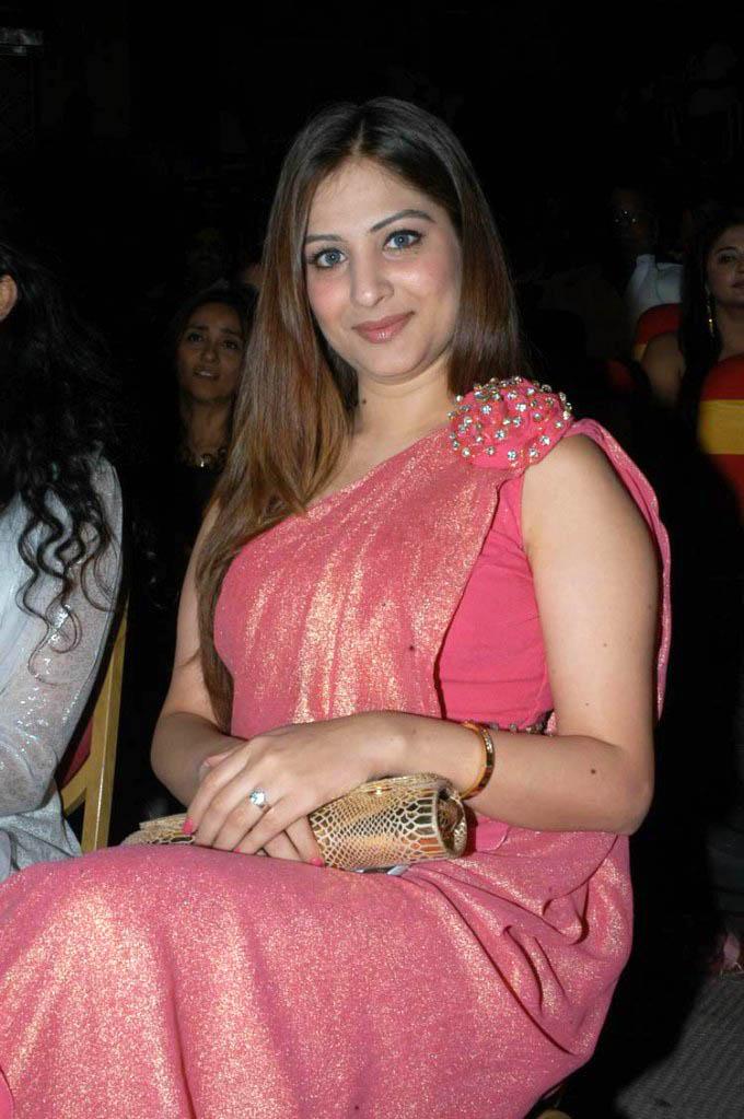 Munjal hot saree exposing | latest events | Gowri Munjal red hot saree ...