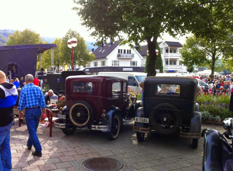Old fashioned cars at Sauesjå - the sheep exhibit in Kvinesdal (photo JH)