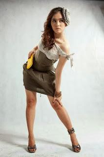 Hot myanmar model Win Lei Shine