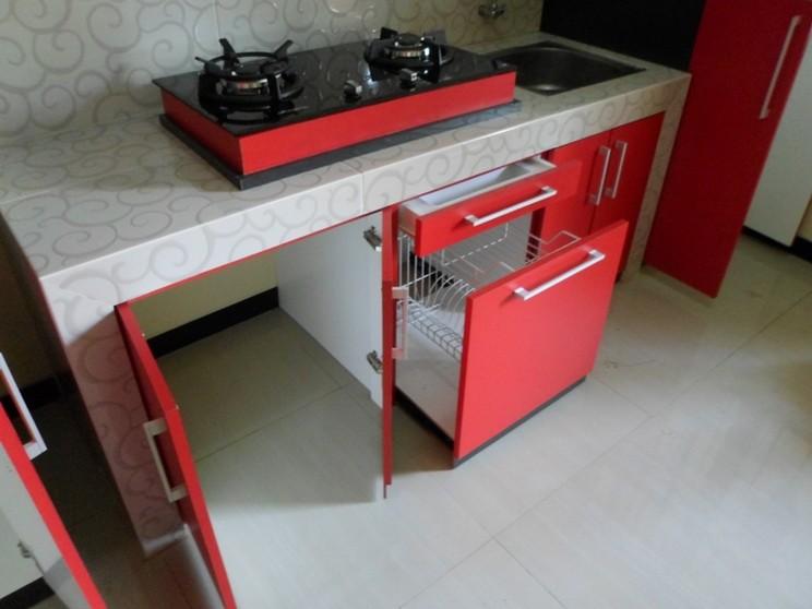 Kitchen set bentuk lurus dengan tema warna merah kitchen for Kitchen set lurus