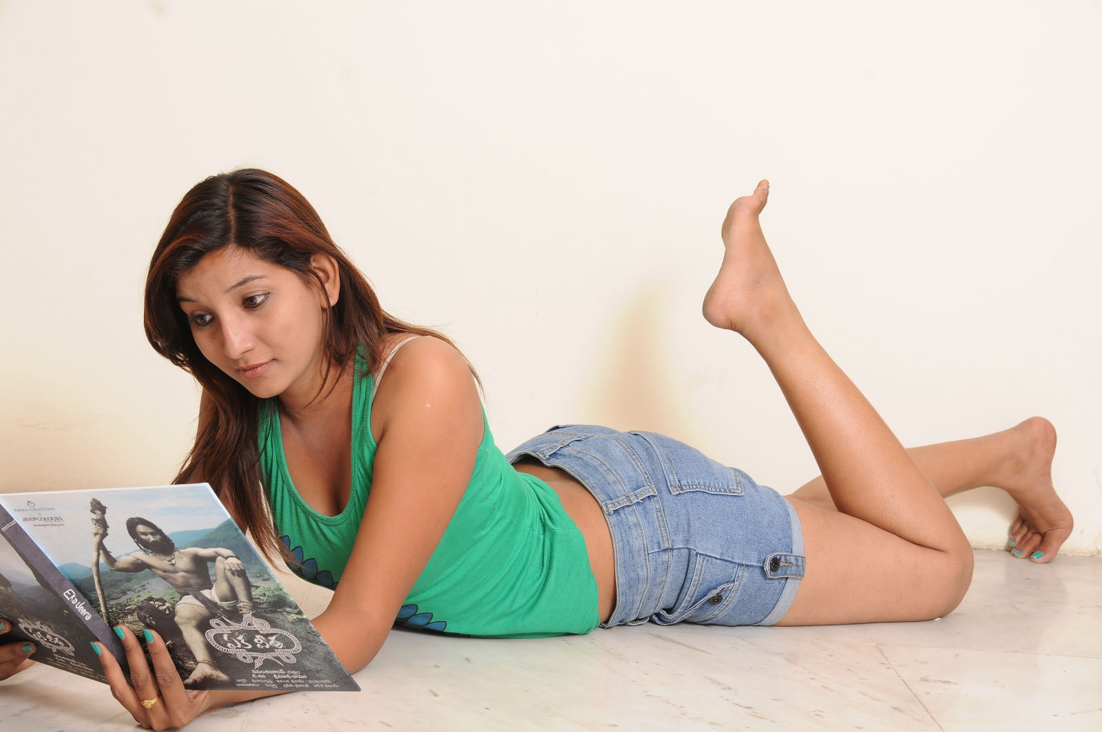 Telugu heroine confident vinni hot photo shoot gallery