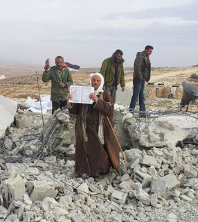 http://4.bp.blogspot.com/-d4v5EygewNk/UL-DKaCT0EI/AAAAAAAAAFU/onXXoLG7iWo/s1600/Al-Qur%2527an+tidak+hancur+digilas+Buldozer+Israel.jpg