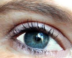 Une vue parfaite sans lunettes ni traitement ou intervention