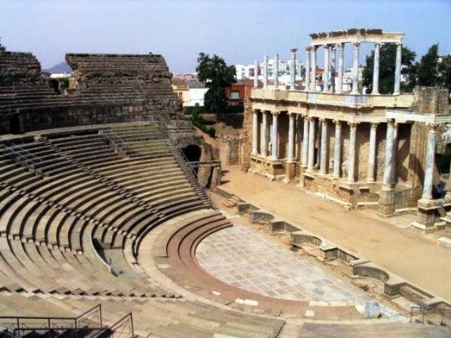 Baños Romanos Merida:los suelos y las paredes de muchos de estos edificios, los romanos
