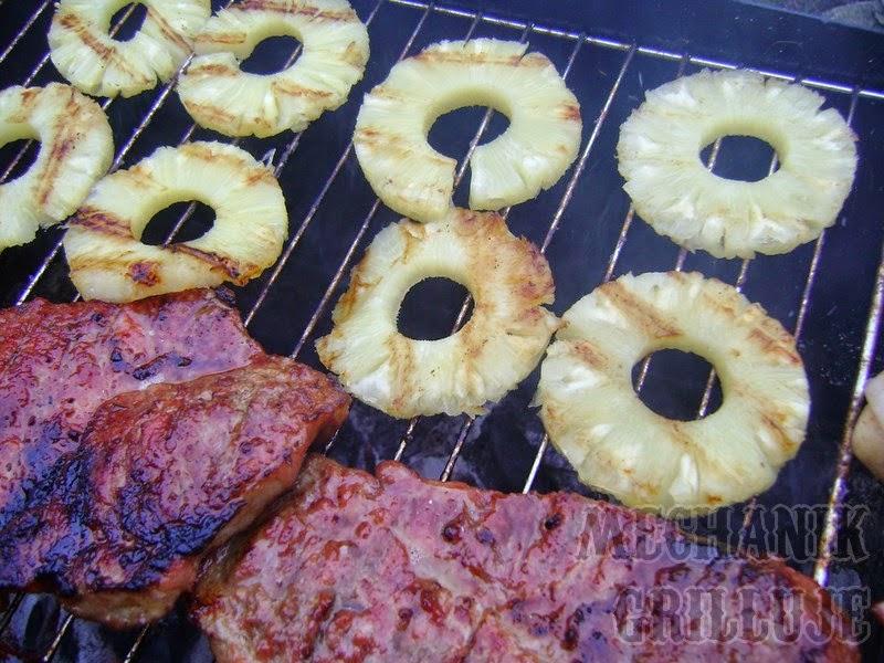 owoce na grillu ananas na słodko deser z grilla mechanik grilluje