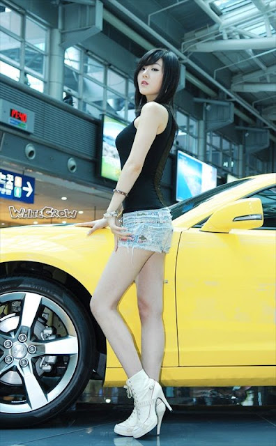 Hwang Mi Hee and Car