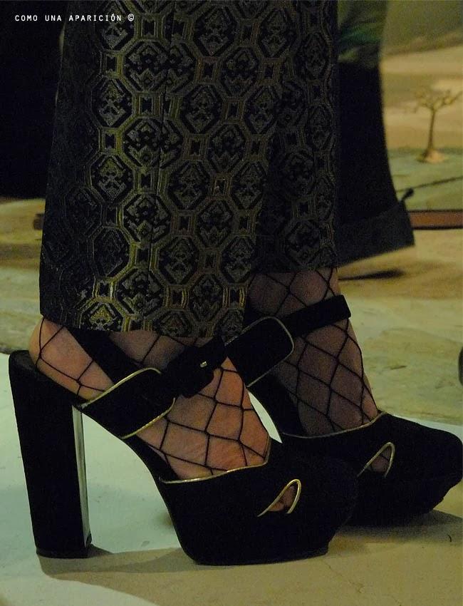 brocade-pants-gold-pumps-women-fashion-black-shoes-street-style-como-una-aparición