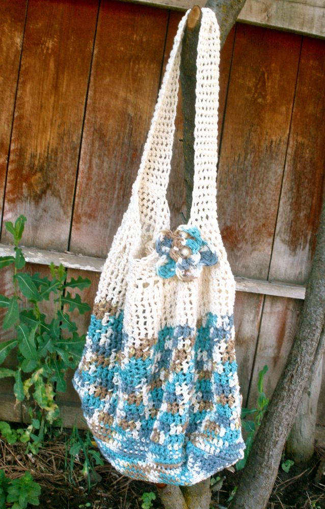 Crochet Hobo Bag Pattern : ... handmade finds: Things to Make: Free Crochet Hobo Bag Pattern