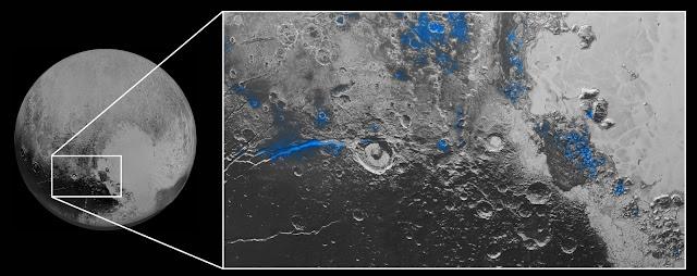 Nước đóng băng trên Diêm Vương Tinh. Những vùng phát hiện ra có nước đóng băng được đánh dấu màu xanh dương trong hình này. Hình được tạo nên bởi thiết bị Ralph trên phi thuyền New Horizons dựa trên dữ liệu kết hợp bởi ống kính đa quang phổ MVIC và LEISA. Nước đóng băng xuất hiện nhiều nhất dọc theo Virgil Fossa, phía tây của miệng núi lửa Elliot - tức là bên trái của tấm hình, và ở Viking Terra - tức là ở trên cùng của tấm hình. Một khu vực có địa hình nhô lên cao được gọi là Baré Montes, nằm ở bên phải tấm hình. Và nhiều chỗ lồi nhỏ khác, chủ yếu là các miệng hố va chạm và những thung lũng giữa các núi, nằm rải rác khắp nơi. Khung hình này trải rộng 450 cây số trong thực tế. Bản quyền hình : NASA/JHUAPL/SwRI.