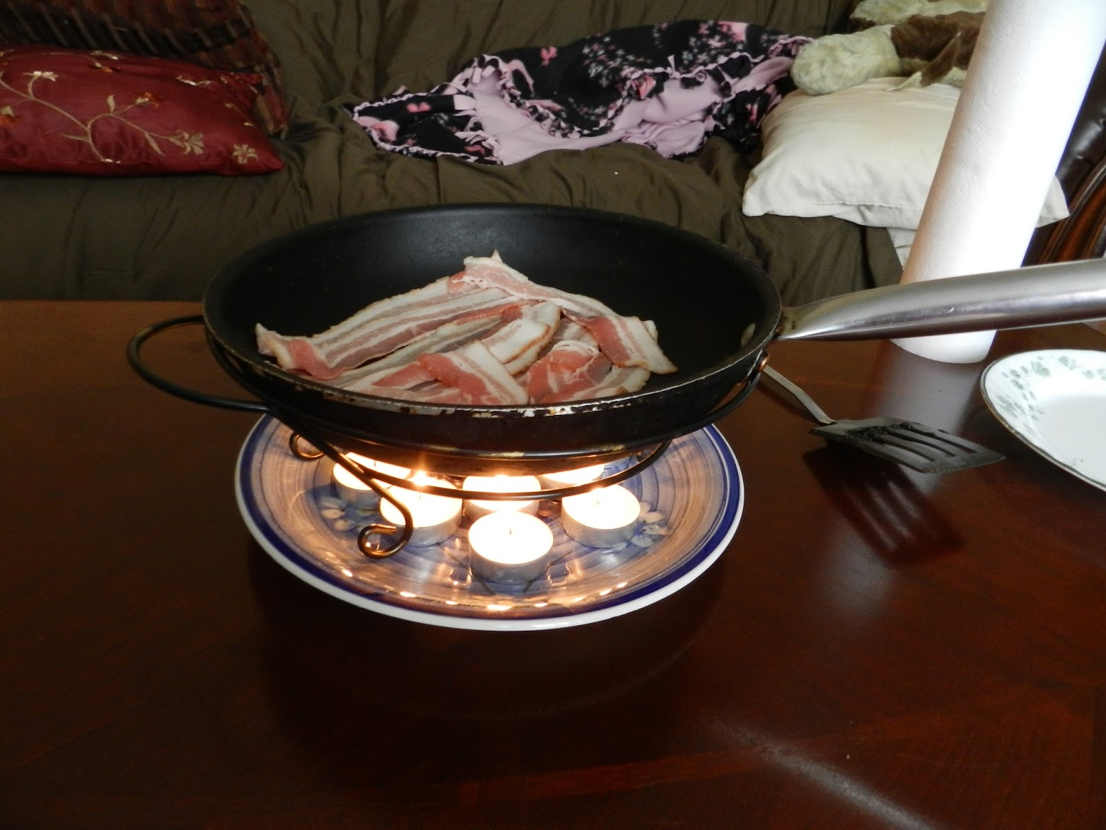 Cooking without a stove - More Properly Known As The Home Emergency Radiant Cooking Oven A Tea Light Oven Works On You Guessed It Tea Lights You Can Buy One Or You Can Easily