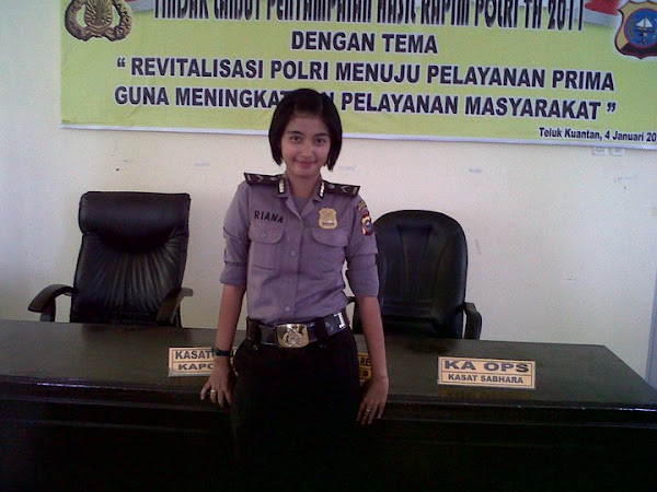 Beautiful Indonesian Police Woman