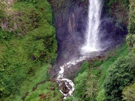 air terjun si piso-piso : tempat wisata alam di sumatera utara yang rame pengunjung