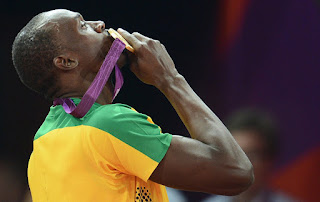 Usain bolt kissing gold in london 2012