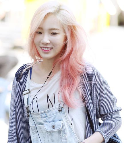 Taeyeon Ombre pink hair color