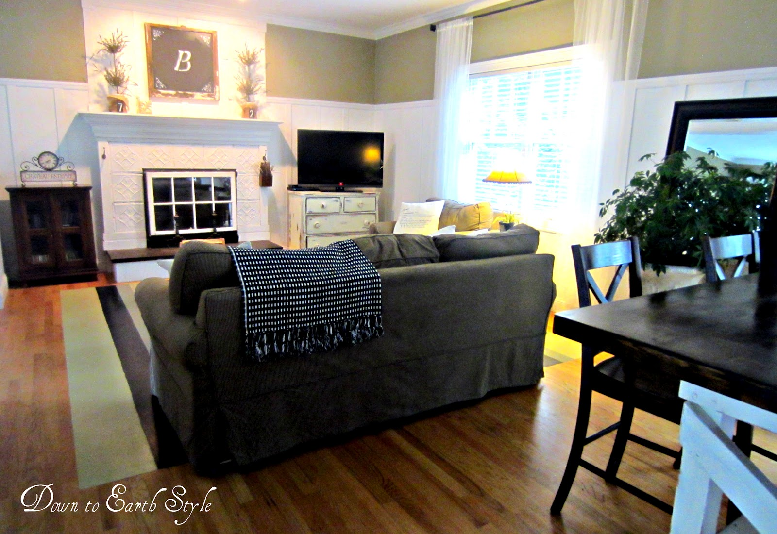 Down to earth style great room decorating Open floor plan living room furniture arrangement