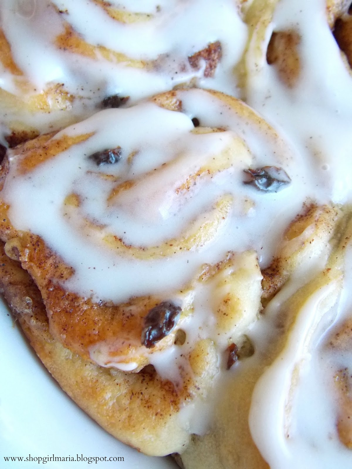 Nutella Filled Cinnamon Rolls Drizzled With Cherry Glaze Recipes ...