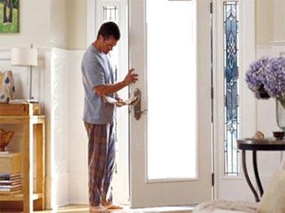 Замена стекол в межкомнатной двери своими руками