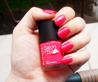 Kolejny lakier z akcji kolorowe lato na paznokciach :) Tym razem znowu Rimmel Salon Pro + TAG