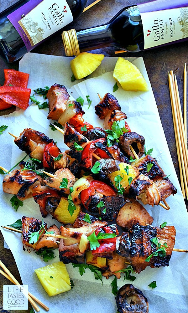Grilled Honey Chicken Kabobs recipe is a sweet and smoky mix of chicken and fresh vegetables marinated in a simple, yet flavorful, soy sauce and honey mixture all together on a handy stick! Perfect for a picnic! #SundaySupper #GalloFamily