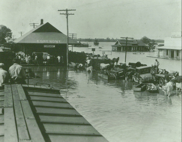 1927 mississippi flood For the mississippi, rain-swollen and high-rising, was flooded from cairo, illinois,  to the gulf of mexico many a levee went out, thousands of.