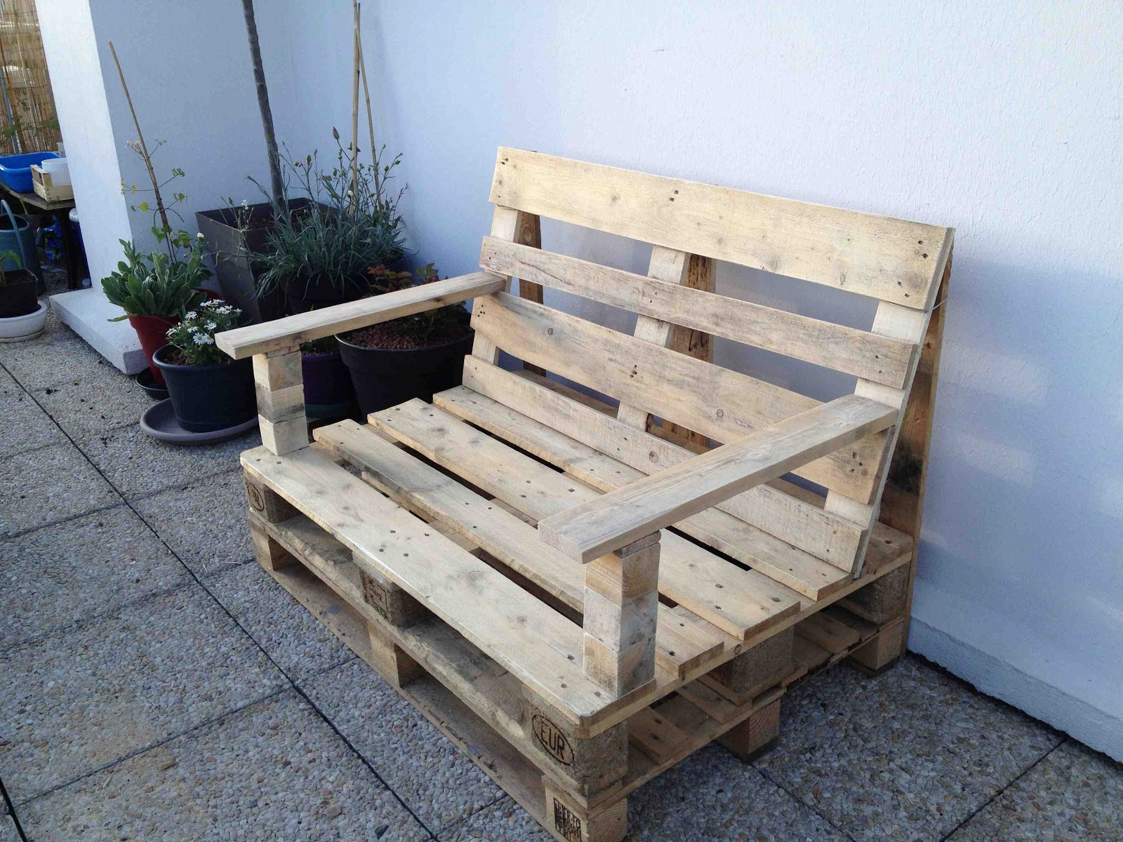 La m tamorphose du balcon fabrication salon jardin - Construction salon de jardin en palette ...