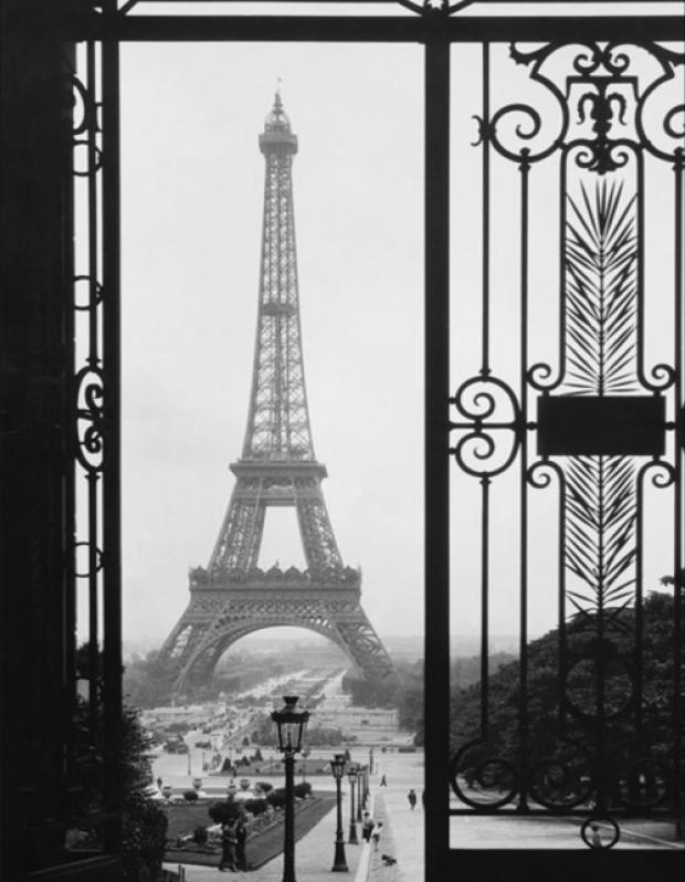 A Library of Design: Paris When It Sizzles