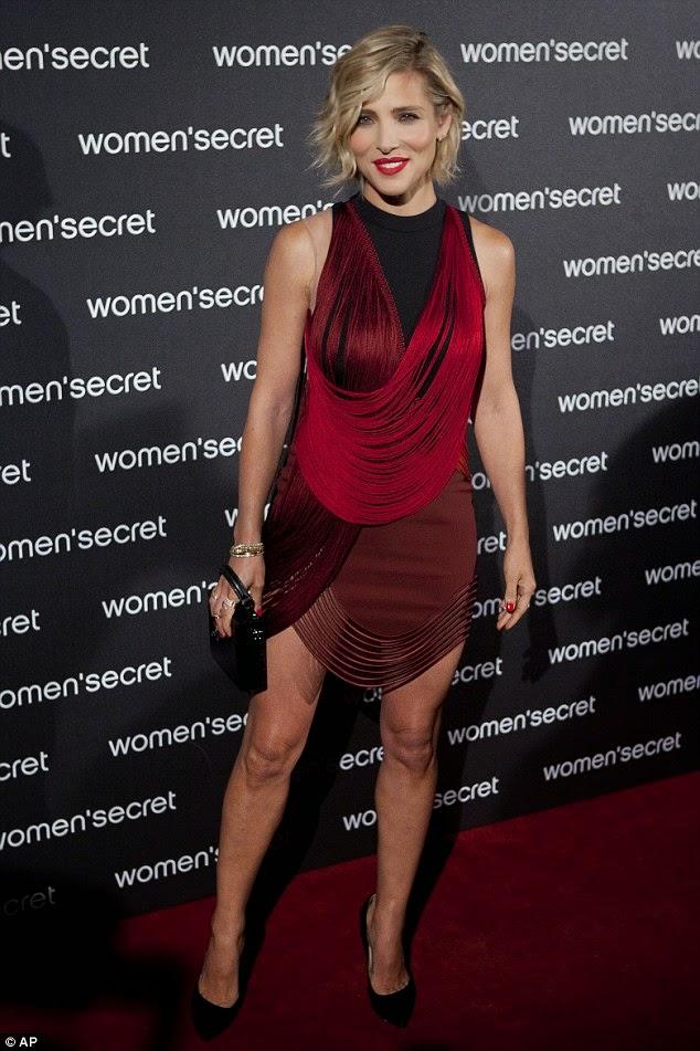 """بعد ستة أشهر من انجابها توأم الممثلة الإسبانية  """"إيلسا بتاكي"""" في صور إعلانات بالملابس الداخلية"""