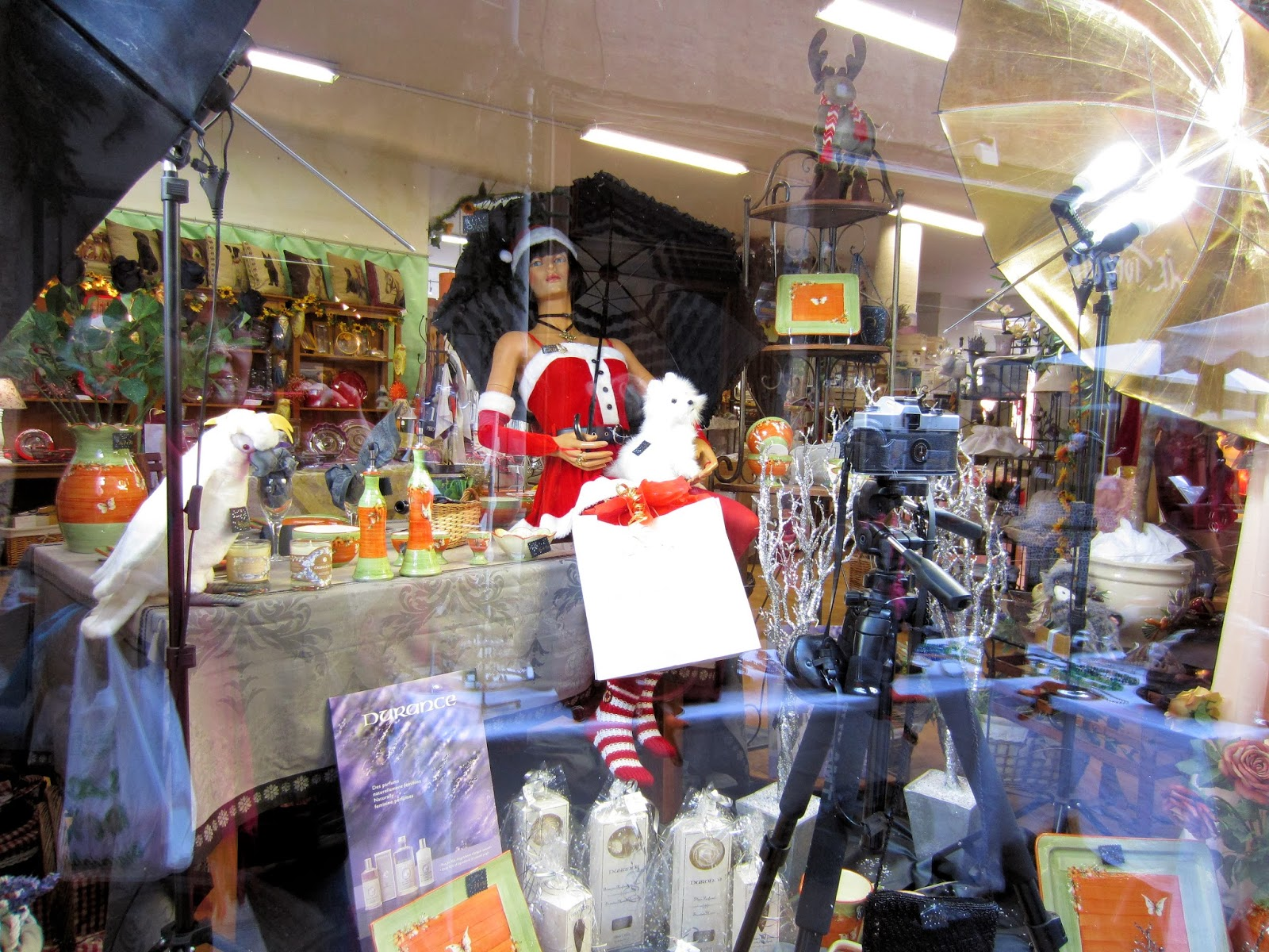 Christmas in Provence - window shopping - decorated as a photography studio for Santa models - window in Carpentras