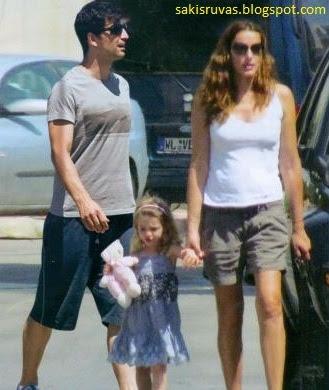 На фото Певец Сакис Рувас (Sakis Rouvas), жена Катя Зигули (Katia Zigouli) и их ребёнок Анастасия