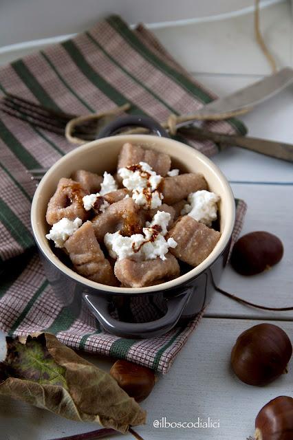 gnocchi di castagne con ricotta di capra e vinaigrette al cioccolato