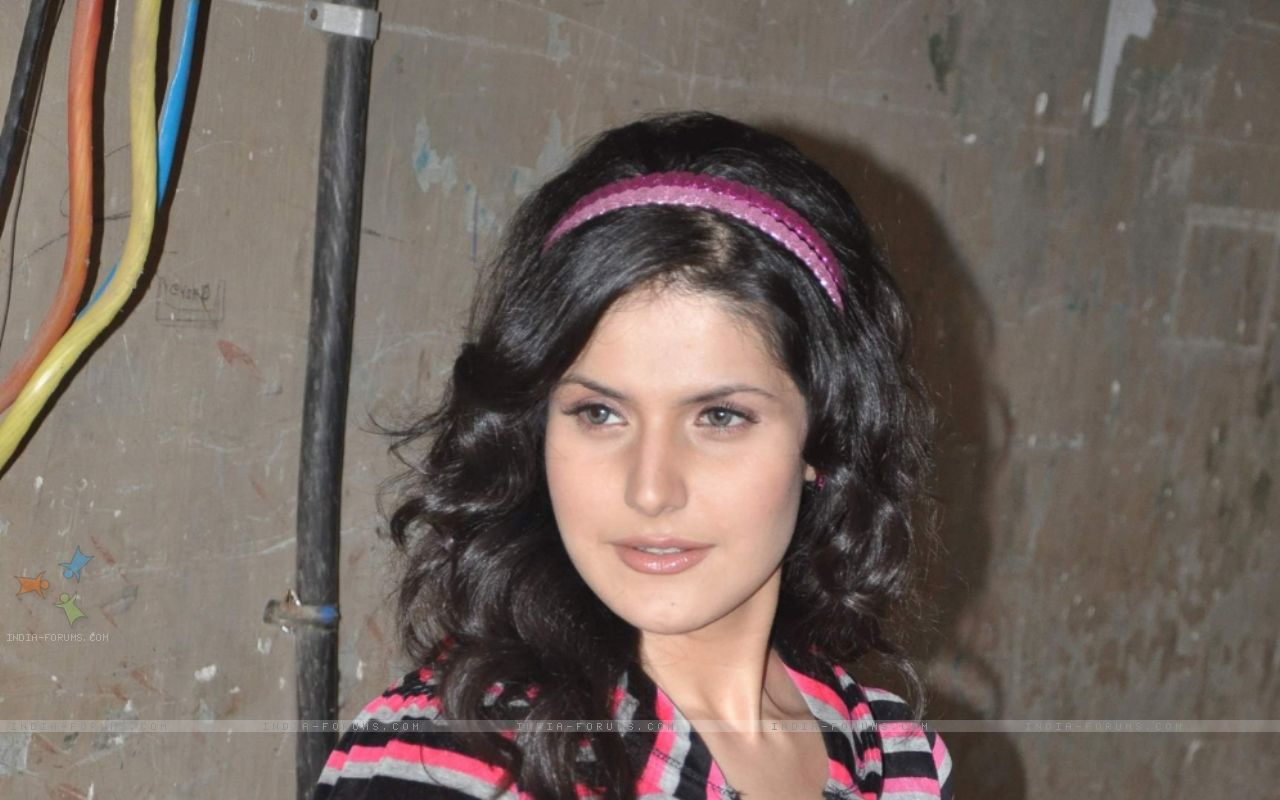 http://4.bp.blogspot.com/-d8dl2n0xOVY/UOSlehrzSPI/AAAAAAAAASQ/mdmBg-JbWZg/s1600/Zarine_Khan_Very_Beautiful__Bollywood__Girl_1+(1).jpg