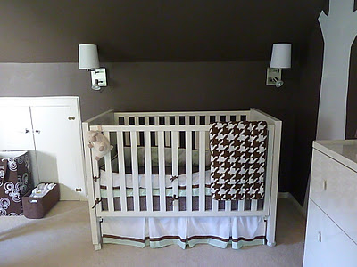 i heart pears beautiful brown and white nursery. Black Bedroom Furniture Sets. Home Design Ideas