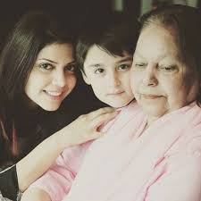 Haqika Kiyani With Her Adopted Son - Pictures