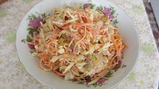 салат с корейской морковкой, луком и курицей
