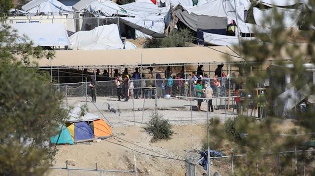 Ντοκουμέντο: Οι μετανάστες γκρεμίζουν τις πύλες στη Μόρια! (βίντεο)