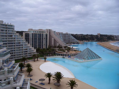 bassein 0014 أكبر و أنقى حمام سباحة في العالم بتكليف خمسة بلاين جنية استرليني  في تشيلي